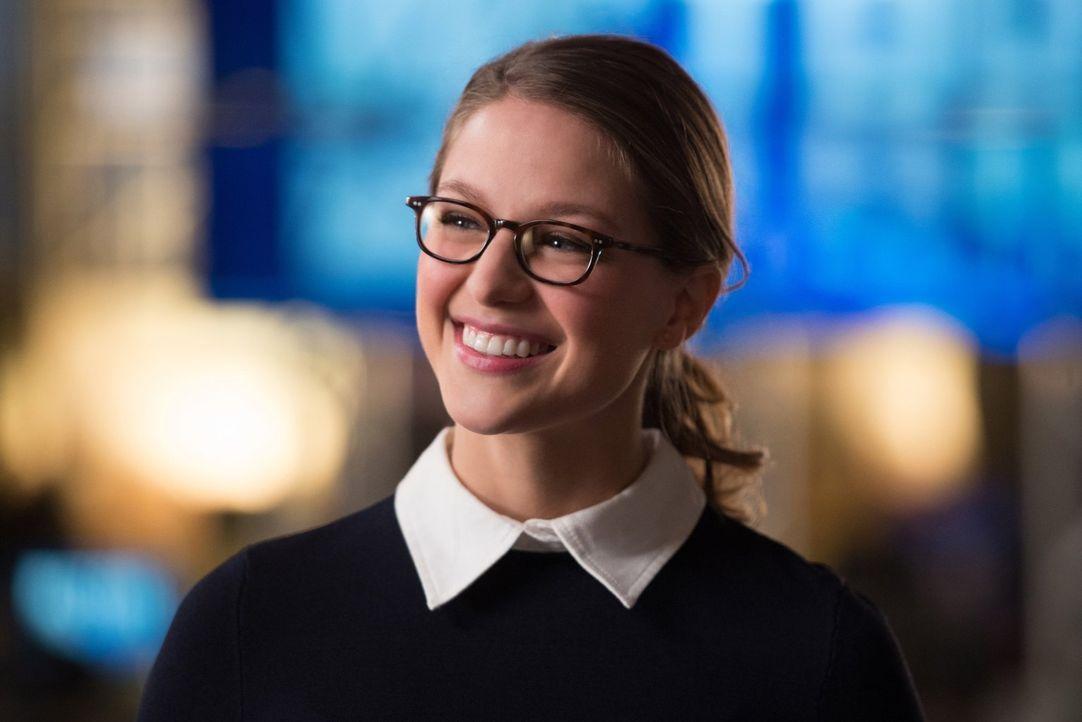 Kara (Melissa Benoist) schreckt vor nichts zurück, wenn es darum geht die Menschheit zu beschützen, auch wenn Oliver versucht, sie immer wieder auf... - Bildquelle: Warner Brothers