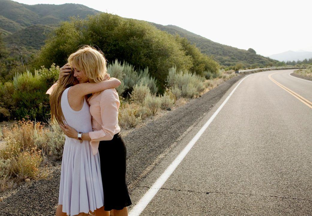 Finden Rachel (Lindsay Lohan, l.) und ihre Mutter Lilly (Felicity Huffman, r.) endlich zusammen? - Bildquelle: Morgan Creek International