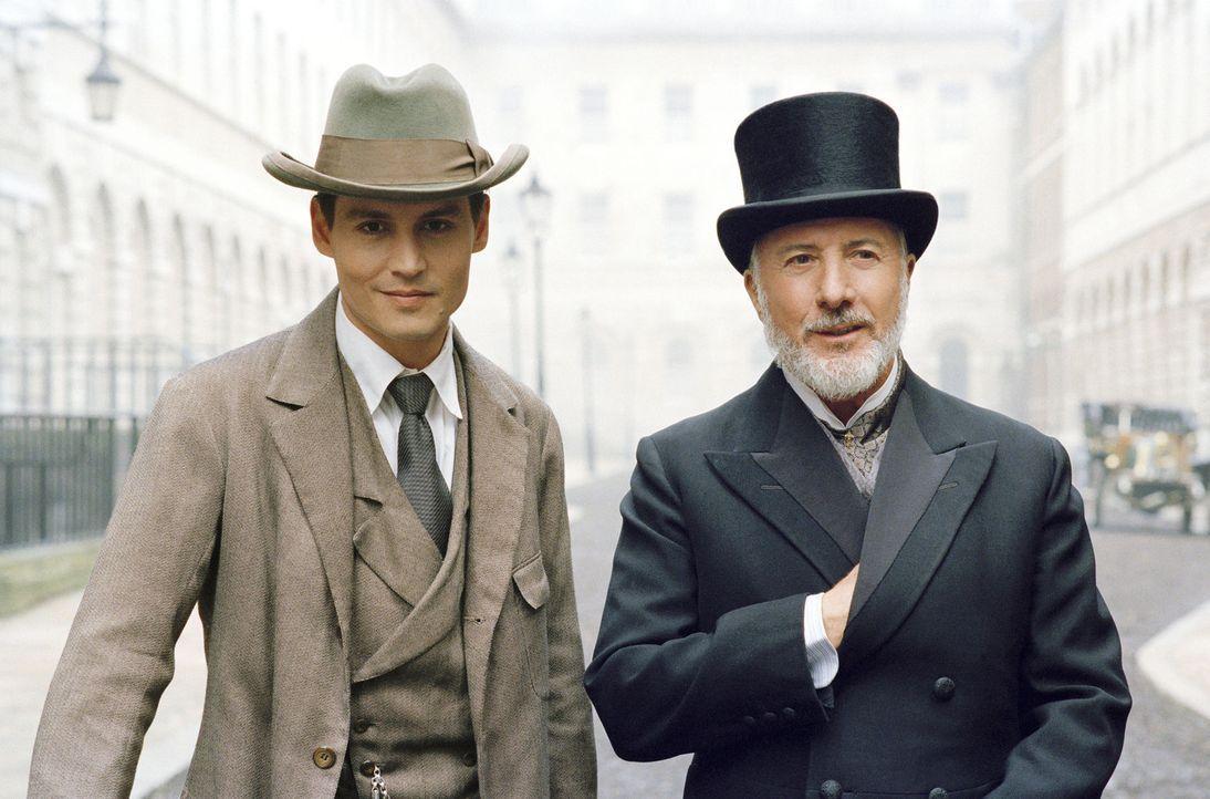 Sir James Matthew Barrie (Johnny Depp, l.) erlebt Anfang des Jahrhunderts in London, wie sein neues Stück in der Uraufführung beim Publikum durchf... - Bildquelle: Miramax Films. All rights reserved