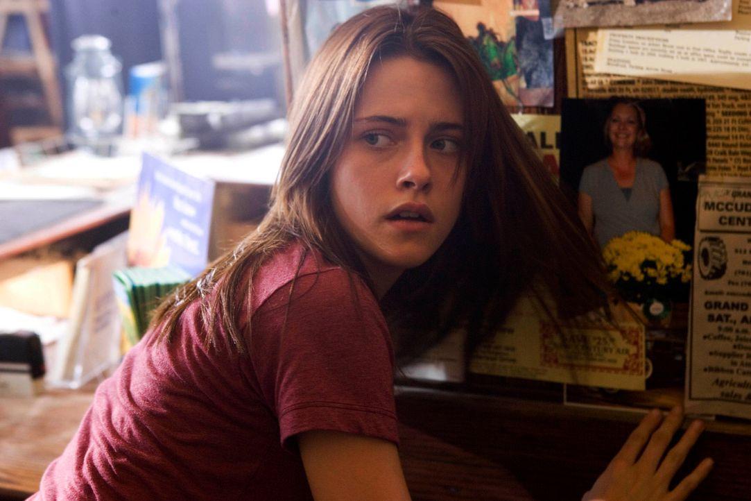 Erst spät erfährt Jess (Kristen Stewart), was in ihrem neuen Zuhause geschehen ist und wohl auch wieder geschehen wird. Doch ihre verzweifelten Warn... - Bildquelle: 2005 GHP-3 SCARECROW, LLC.