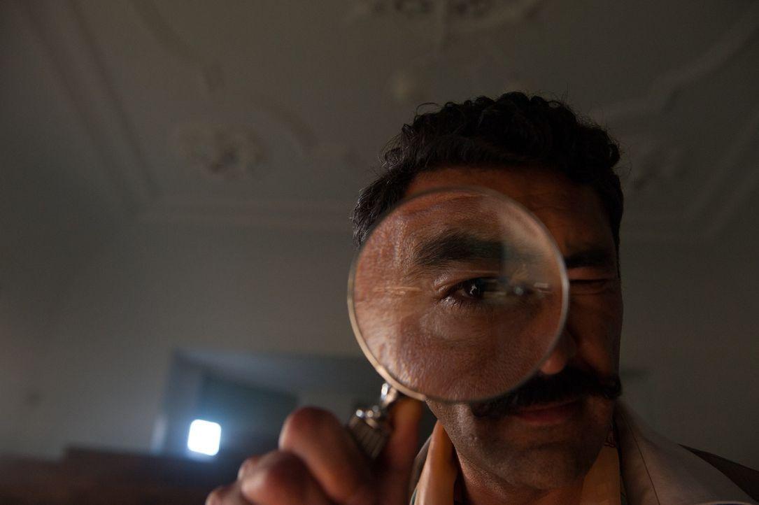Bernhards bequemer Pflichtverteidiger Ramsi (Adnan Maral) stellt ihm drei Jahre Gefängnis in Aussicht - was natürlich keine Option für die Fünf Freu... - Bildquelle: 2014 Constantin Film Verleih GmbH.