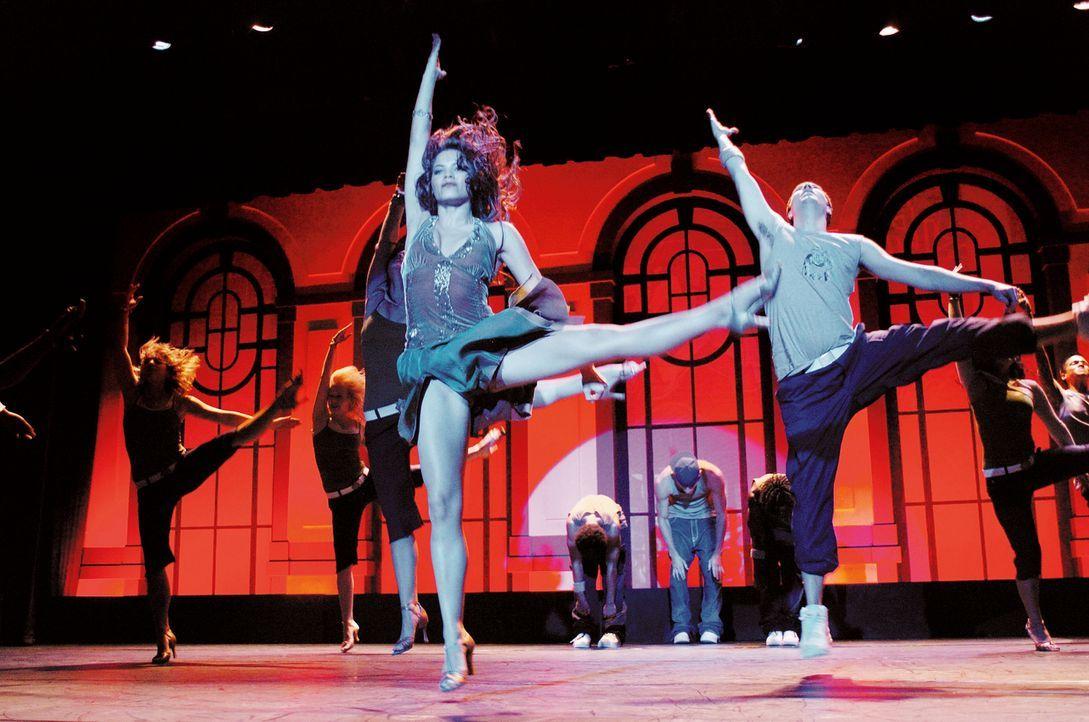 """Nora (Jenna Dewan, vorne) ist der Star der """"Maryland School Of Arts"""". Sie lebt nur noch für die Abschlussaufführung, zu der etliche Talentscouts von... - Bildquelle: Constantin Film"""