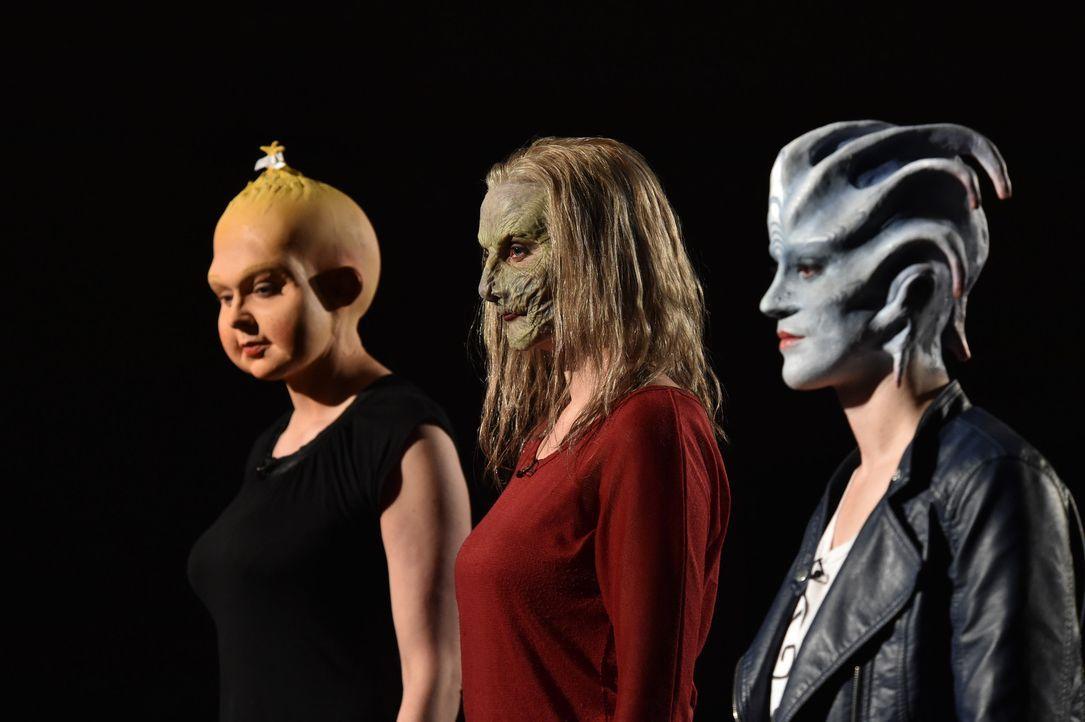 Teletubbi, Hexe oder Medusa: Yvonne (l.), Jennifer G. (M.) und Jennifer B. (r.) kämpfen um die Gunst Daniels ... - Bildquelle: Andre Kowalski Sixx