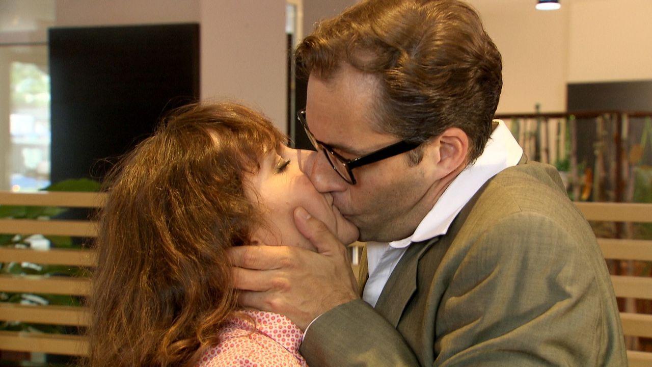 Christa (l.) will nur eins: ein Happy End für Georg (r.) und ihre Liebe. Koste es, was es wolle ... - Bildquelle: SAT.1