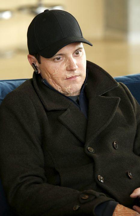 Hat Richard Wakefield (Scott Lowell) etwas mit dem Fall zu tun, in dem Carter und Lee gerade ermitteln? - Bildquelle: Warner Brothers