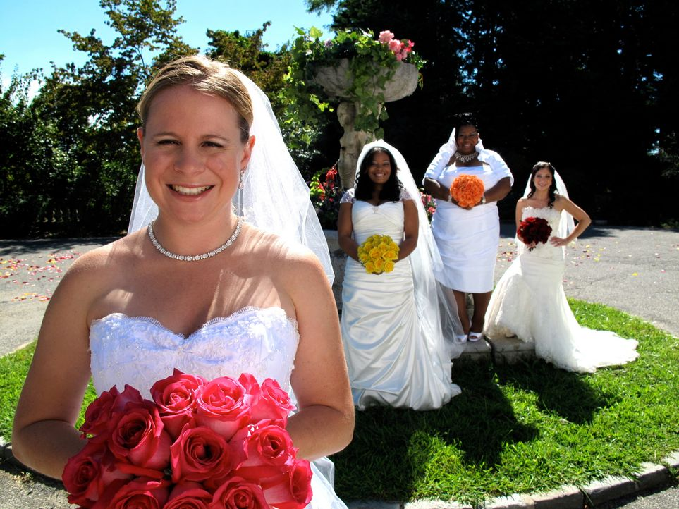 Welche Braut trägt das schönste Kleid? Wer hat die leckerste Hochzeitstorte? Welches Paar hat die ergreifendste Hochzeitszeremonie? Lindsay (r.),... - Bildquelle: 2011 Discovery Communications, LLC