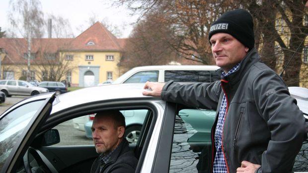 Michael Ottwaska und Andreas Nowy ziehen auf den Autobahnen rund um Karlsruhe...