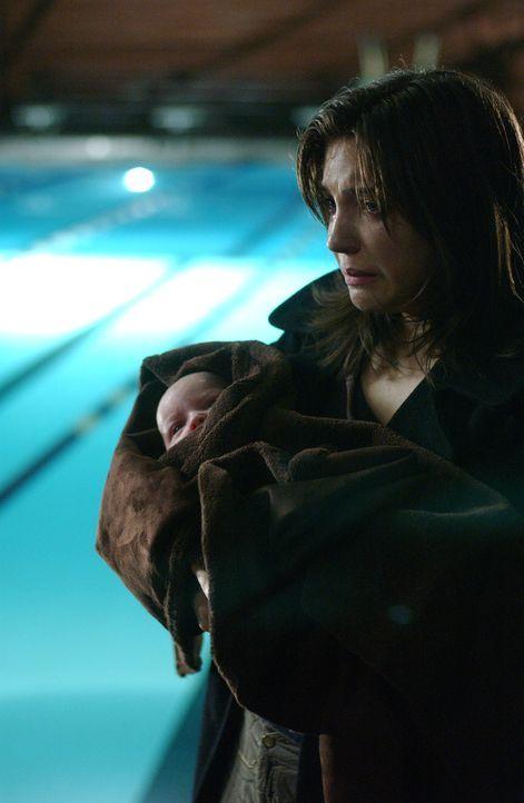 Befindet sich in großen Schwierigkeiten: Tara Patterson (Michelle Horn) - Bildquelle: Warner Bros. Entertainment Inc.