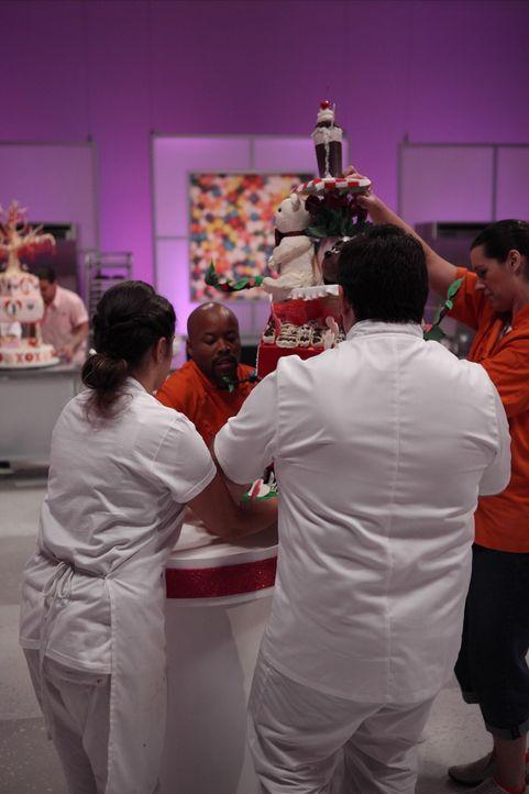 Die Torte von Van French ist so gut wie fertig. Doch er zweifelt, ob er wirklich den Geschmack der Jury getroffen hat ... - Bildquelle: 2016,Television Food Network, G.P. All Rights Reserved