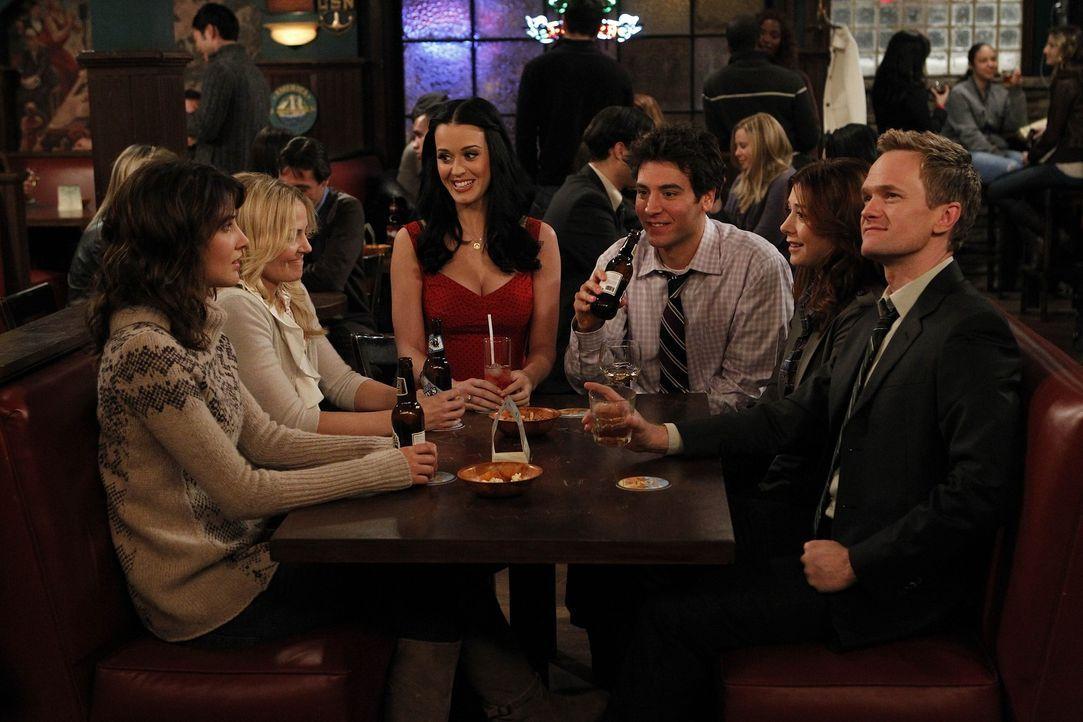 Verbringen einen netten Abend miteinander: Zoey (Jennifer Morrison, 2.v.l.), Ted (Josh Radnor, 3.v.r.), Honey (Katy Perry, 3.v.l.), Barney (Neil Pat... - Bildquelle: 20th Century Fox International Television