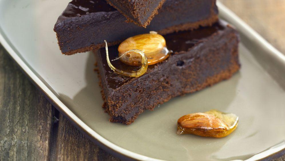 Schokoladenkuchen mit Mandeln - Bildquelle: Photocuisine