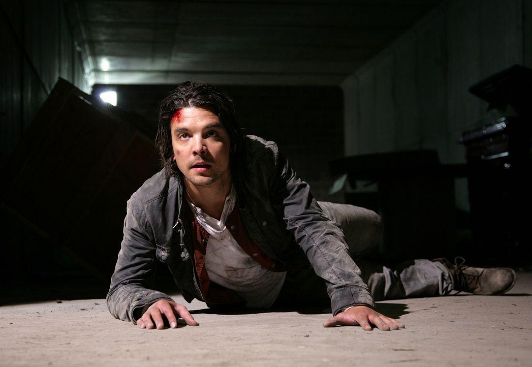 Connor (Andrew Lee Potts) wird bei einem Einsatz von einem gigantischen Insekt in dessen unterirdischen Tunnel gezerrt. Wird er rechtzeitig gerettet... - Bildquelle: ITV Plc