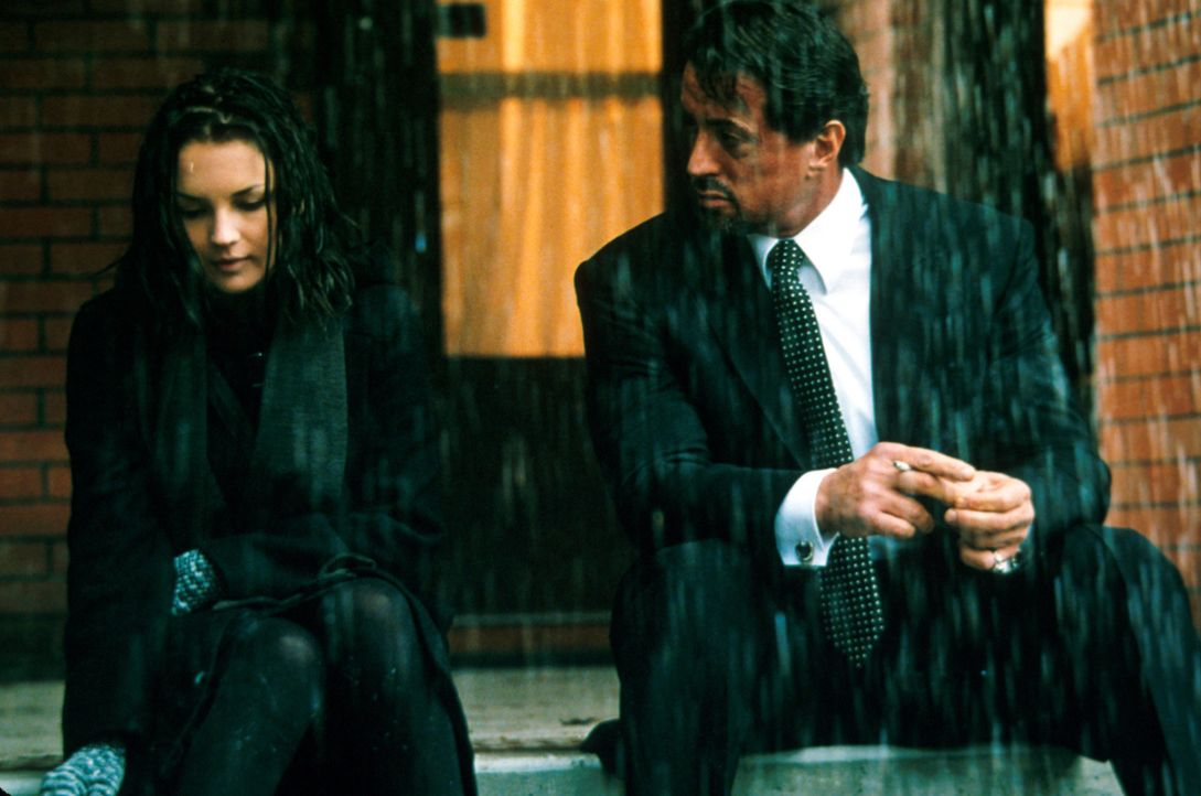 Welches düstere Geheimnis hütet die schöne Nichte Doreen? (Rachael Leigh Cook, l. und Sylvester Stallone, r.) - Bildquelle: Warner Bros.
