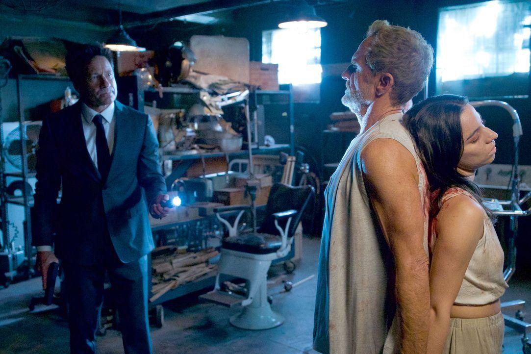 Erkennt Mulder (David Duchovny, l.) zu spät, welche grausame Methoden Dr. Randolph Luvenis (Jere Burns, l.) anwendet oder können er und Scully die j... - Bildquelle: Shane Harvey 2018 Fox and its related entities.  All rights reserved.