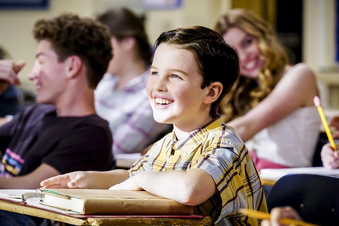Während Sheldon (Iain Amitage) nach Dallas reicht, um dort eine Schule für Hochbegabte zu begutachten, hat seine Familie tatsächlich mit seiner Abwe... - Bildquelle: Warner Bros.