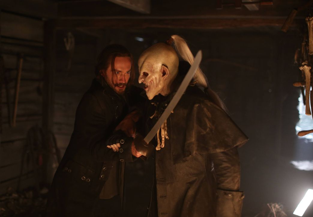 Hat Ichabod (Tom Mison, l.) gegen den Rattenfänger (Ryan Gray, r.) überhaupt eine Chance? - Bildquelle: 2014 Fox and its related entities. All rights reserved.