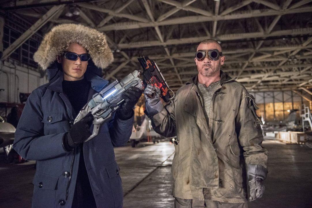 Leonard Snart alias Captain Cold (Wentworth Miller, l.) ist zurück in Central City und an seiner Seite hat er einen neuen Partner namens Mick Rory,... - Bildquelle: Warner Brothers.