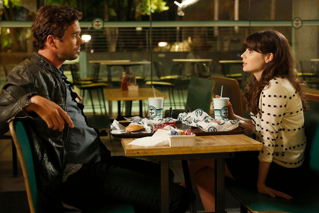 Jess (Zooey Deschanel, r.) genießt den beeindruckenden, aber bedeutungslosen Sex mit Sam (David Walton, l.). Dennoch fehlen ihr bald die normalen Da... - Bildquelle: 2012 Twentieth Century Fox Film Corporation. All rights reserved.