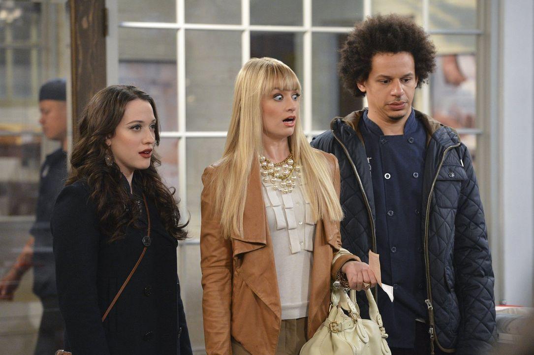 Als Deke (Eric Andre, r.) Max (Kat Dennings, l.) und Caroline (Beth Behrs, M.) zum Abendessen zu seinen Eltern einlädt, bekommt Max während des Aben... - Bildquelle: Warner Bros. Television