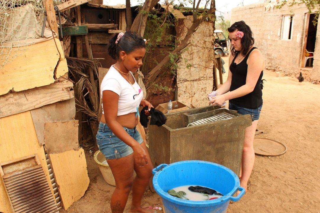 Bei den Strengsten Eltern der Welt, 450 Kilometer vor der Küste Senegals, müssen alle mitarbeiten, damit die Familie in der kargen Umgebung überlebe... - Bildquelle: kabel eins