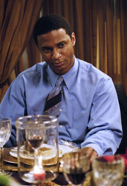 Onkel Dennis (David Ramsey) wartet mit einer Überraschung auf ... - Bildquelle: ABC Family