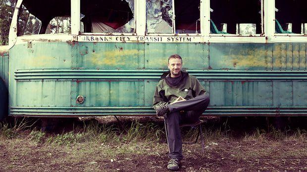 Mit dem Bus nach nirgendwo: Reporter Tom Waes reist auf den Spuren des Ausste...