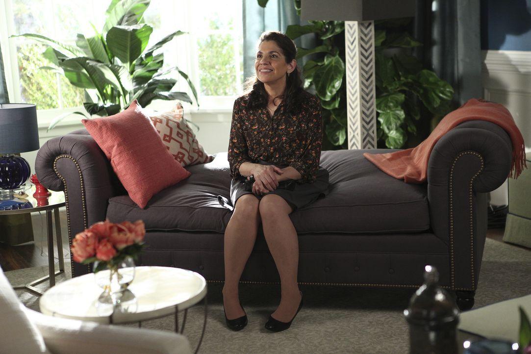 Während Marisol versucht, Alma (Rose Bianco) einen neuen Job als Hausmädchen zu vermitteln, entschließt sich auch Carmen dazu, wieder als Hausmädche... - Bildquelle: Annette Brown 2015 American Broadcasting Companies, Inc. All rights reserved.