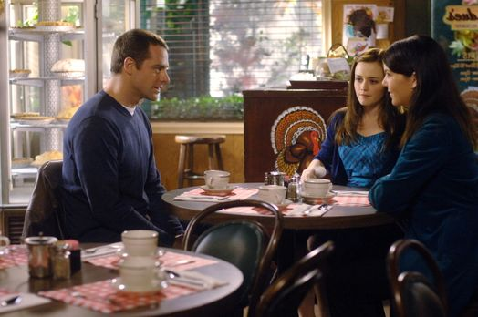 Christopher (David Sutcliffe, l.) berichtet seinen Gilmore Girls (Lauren Grah...