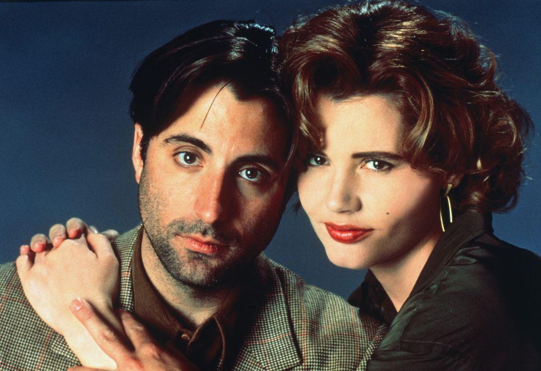 Gale Gayley (Geena Davis, r.) und ihr Lebensretter John Bubber (Andy Garcia, l.) - zumindest glaubt sie, dass er ihr Retter ist ... - Bildquelle: 1992 Columbia Pictures Industries, Inc. All Rights Reserved.