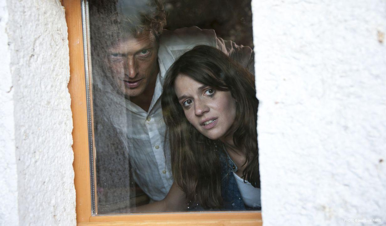 Was führen Vincent Farnese (Guillaume Dolmans, l.) und Angèle (Victoria Grosbois, r.) im Schilde? - Bildquelle: Jean Louis PARIS