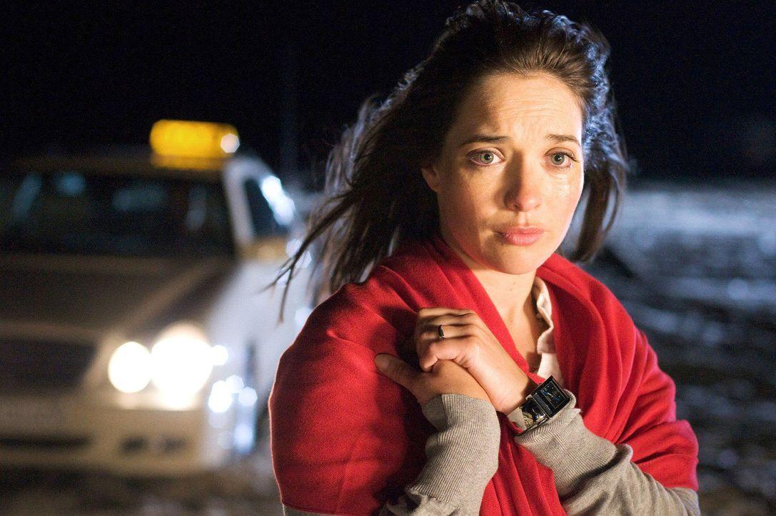 Alison (Aoibheann O'Hara) und Nick haben sich getrennt. Sie reist zurück nach Australien. - Bildquelle: Stefan Erhard Sat.1
