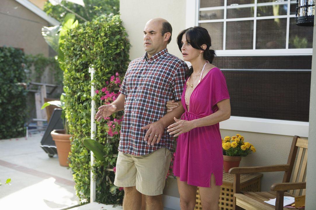 Was ist mit Jules (Courteney Cox, r.) und Andy (Ian Gomez, l.) los? - Bildquelle: 2009 ABC INC.