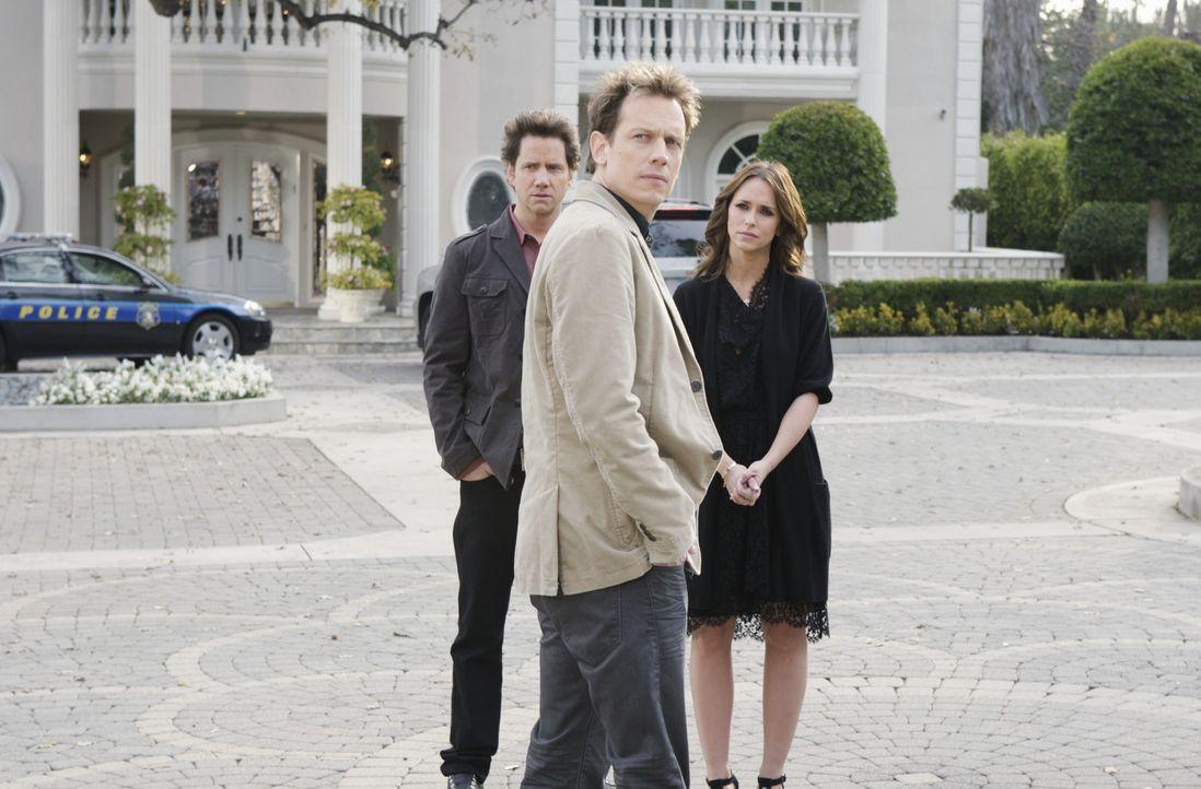 Eli James (Jamie Kennedy, l.) und Melinda (Jennifer Love Hewitt, r.) nehmen Kontakt zum Geist von Charlie Hammond (John Asher, M.) auf ... - Bildquelle: ABC Studios