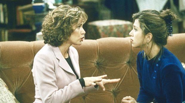 Mindy (Jennifer Grey, l.) bittet Rachel (Jennifer Aniston, r.), ihre Brautjun...