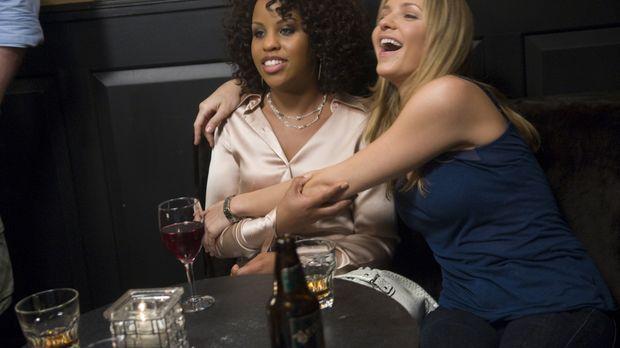 Stephanie (Kellee Stewart, l.) und P.J. (Jordana Spiro, r.) haben sich auf El...
