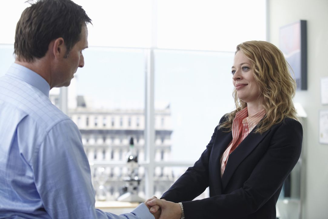 Was haben sie miteinander zu tun? Megans Ex-Mann Todd Fleming (Jeffrey Nordling, l.) und Kate Murphy (Jeri Ryan, r.) ... - Bildquelle: ABC Studios
