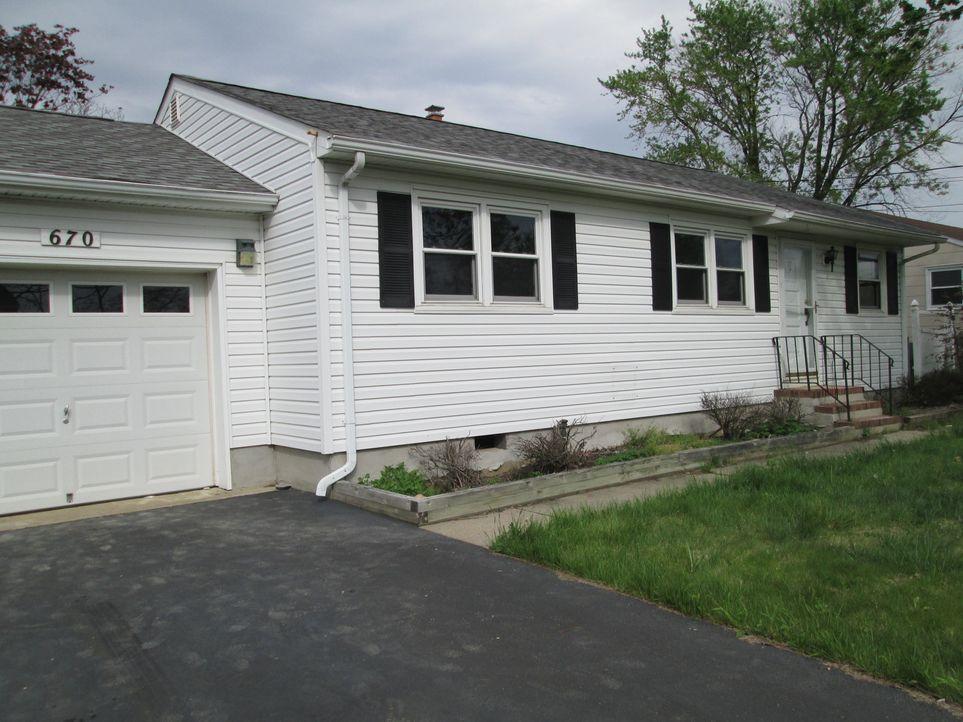 Die besten Freunde Cole und Tony kaufen ein vom Hurrikan beschädigtes Haus und wollen es so umbauen, dass es besser ist, als jemals zuvor. Ein ehrge... - Bildquelle: 2014, DIY Network's/Scripps Network's, LLC.