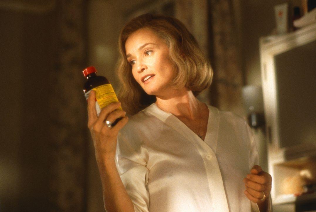 Um ihren geliebten Sohn nicht an eine andere Frau zu verlieren, schreckt die psychopathische Martha (Jessica Lange) vor nichts zurück ... - Bildquelle: 1998 TriStar Pictures, Inc. All Rights Reserved.