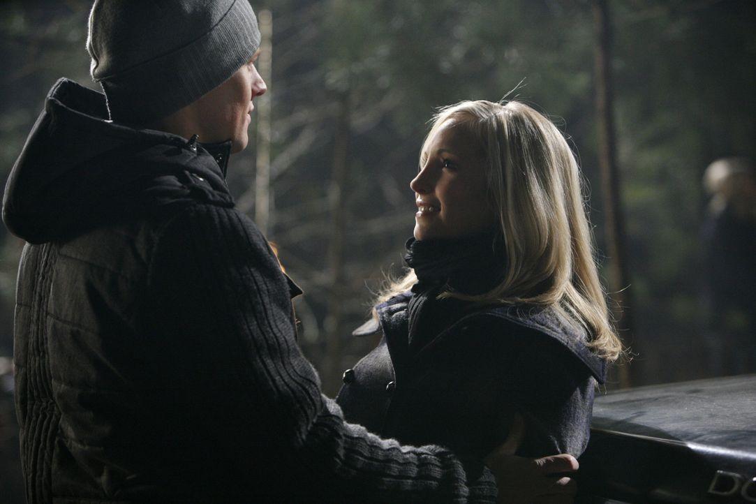 Matt (Zach Roerig, l.) und Caroline (Candice Accola, r.) wollen es miteinander versuchen ... - Bildquelle: Warner Bros. Television