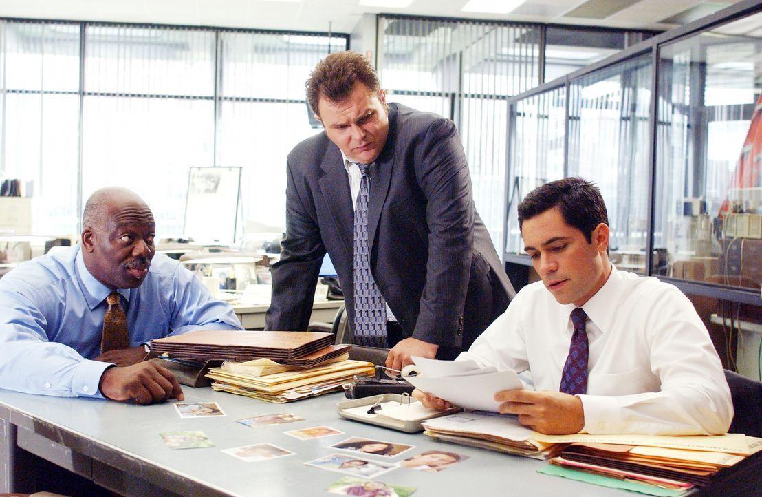 Im Einsatz für die Gerechtigkeit: (v.l.n.r.) Detective Will Jeffries (Thom Barry), Detective Nick Vera (Jeremy Ratchford) und Detective Scott Valen... - Bildquelle: Warner Bros. Television