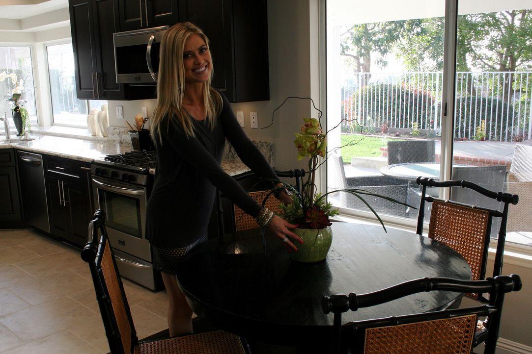 Ein Haus aus den 1990ern? Christina setzt große Hoffnungen in das fast neue Haus ... - Bildquelle: 2014, HGTV/Scripps Networks, LLC. All Rights Reserved.