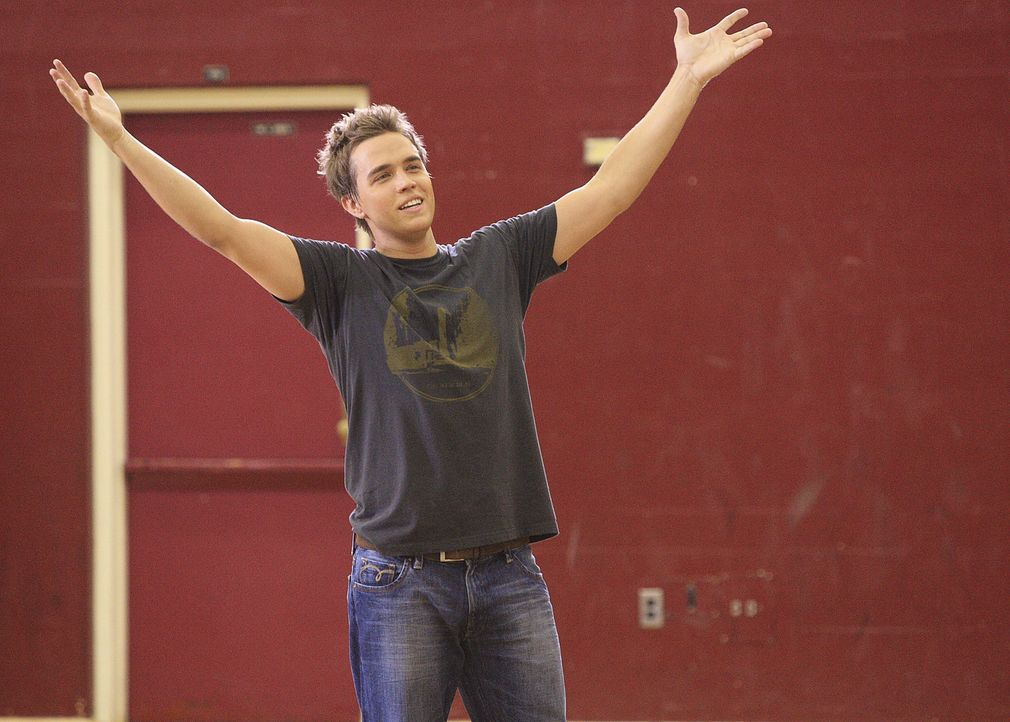 Declan (Chris Olivero) hat große Freude dabei, sich mit seinem Freund Kyle zu messen ... - Bildquelle: TOUCHSTONE TELEVISION