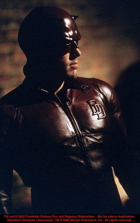 """Abends nach der Arbeit schlüpft Anwalt Matt Murdock (Ben Affleck) in das Kostüm von """"Daredevil"""", dem Mann ohne Angst und sorgt in den dunklen Ecke... - Bildquelle: 20th Century Fox"""