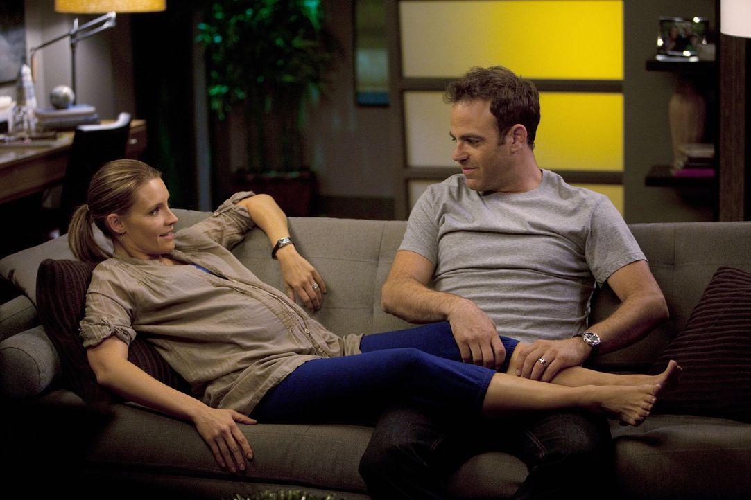 Während Addisons Mutterrolle auf die Probe gestellt wird, machen sich Cooper (Paul Adelstein, r.) und Charlotte (KaDee Strickland, l.) Gedanken üb... - Bildquelle: ABC Studios
