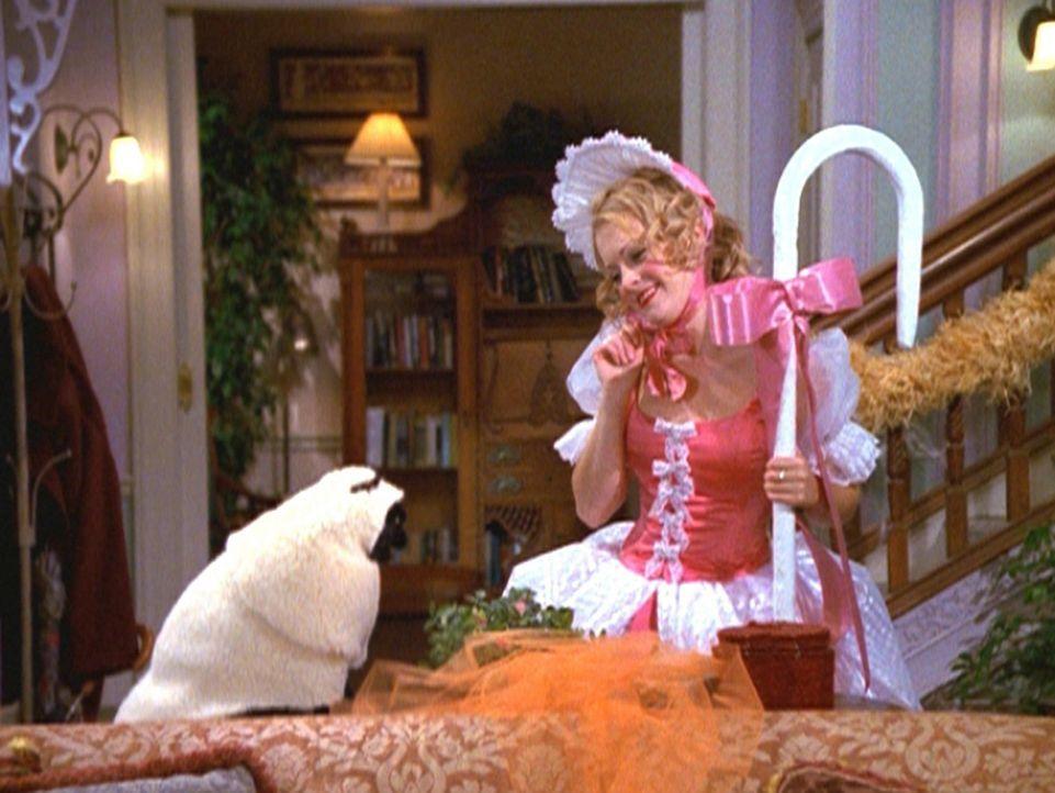 Sabrina (Melissa Joan Hart) hat sich zu Halloween als Schäferin verkleidet und Salem in ein Schafskostüm gesteckt. - Bildquelle: Paramount Pictures