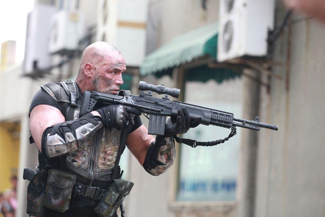 Gemeinsam mit den Überlebenden kämpft Broadus (Broadus Mattison) gegen die mörderischen Zombies ... - Bildquelle: 2013 BOTD Productions LTD. PTY. All Rights Reserved