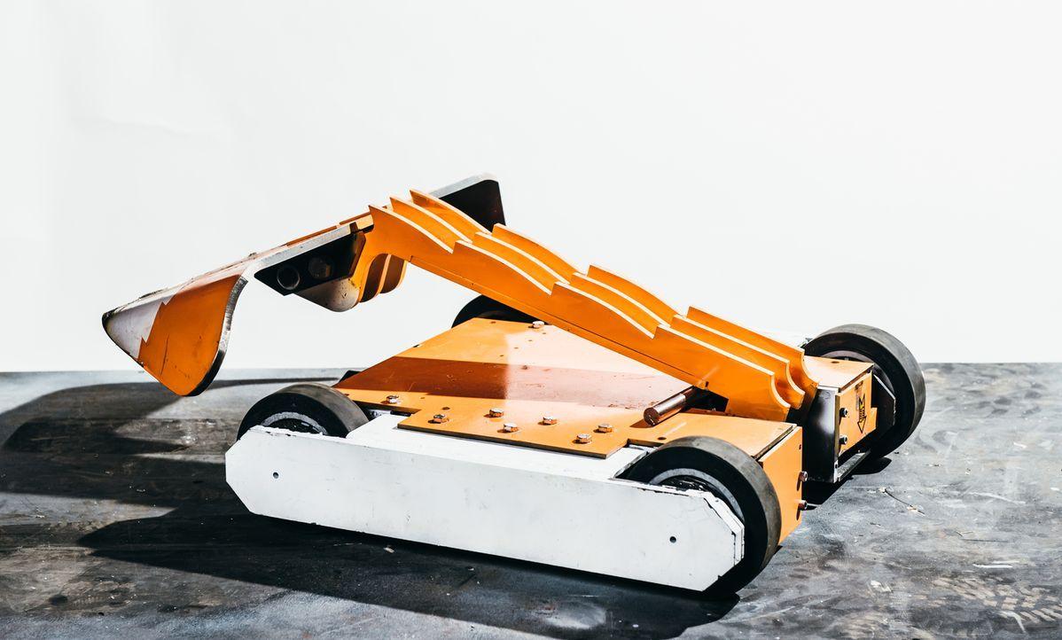 """Dieser Roboter soll für das Team Foxic den Sieg in der Kampfarena von """"Robot Wars"""" davontragen ... - Bildquelle: Andrew Rae"""