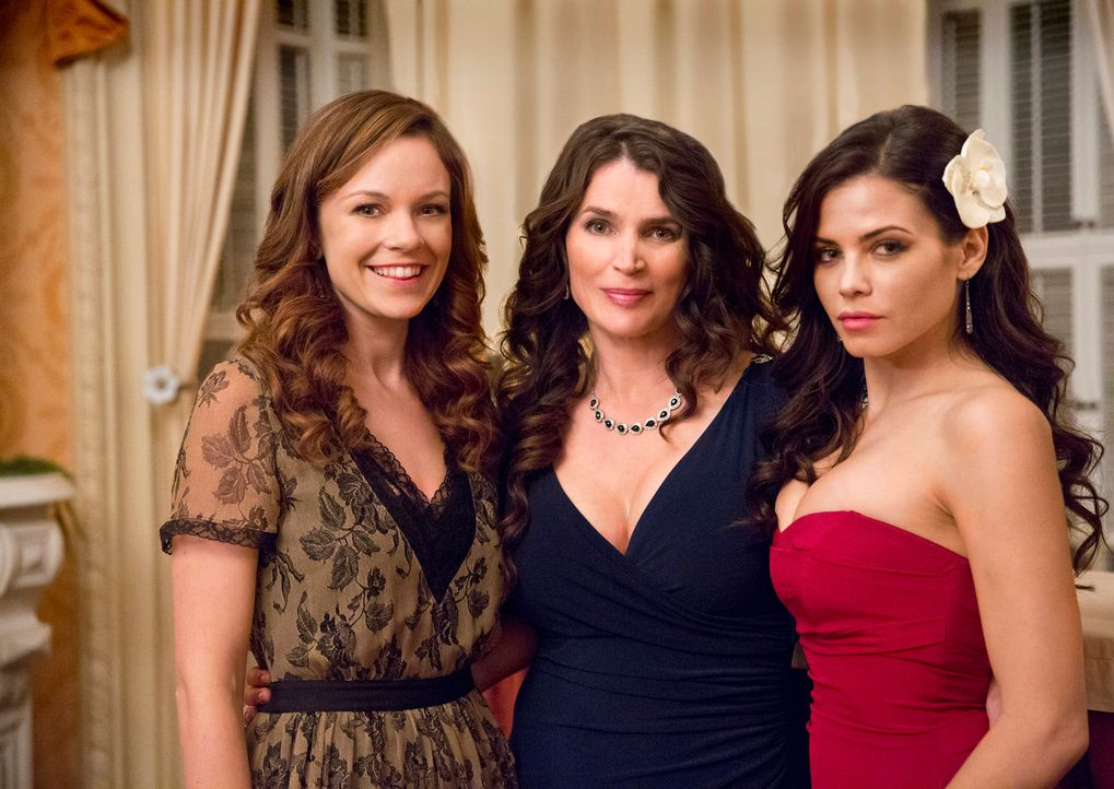 Zusammen mit ihren beiden Töchtern Ingrid (Rachel Boston, l.) und Freya (Jenna Dewan-Tatum, r.) führt Joanna Beauchamp (Julia Ormond) ein scheinbar... - Bildquelle: 2013 Twentieth Century Fox Film Corporation. All rights reserved.