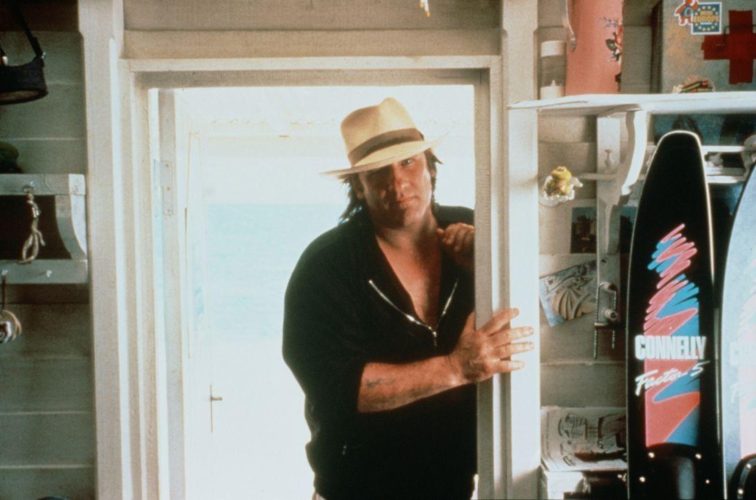 Die angebliche Affäre mit seiner Tochter spricht sich bald herum und das Chaos nimmt seinen Lauf: André (Gérard Depardieu) ... - Bildquelle: TF1 Films Productions
