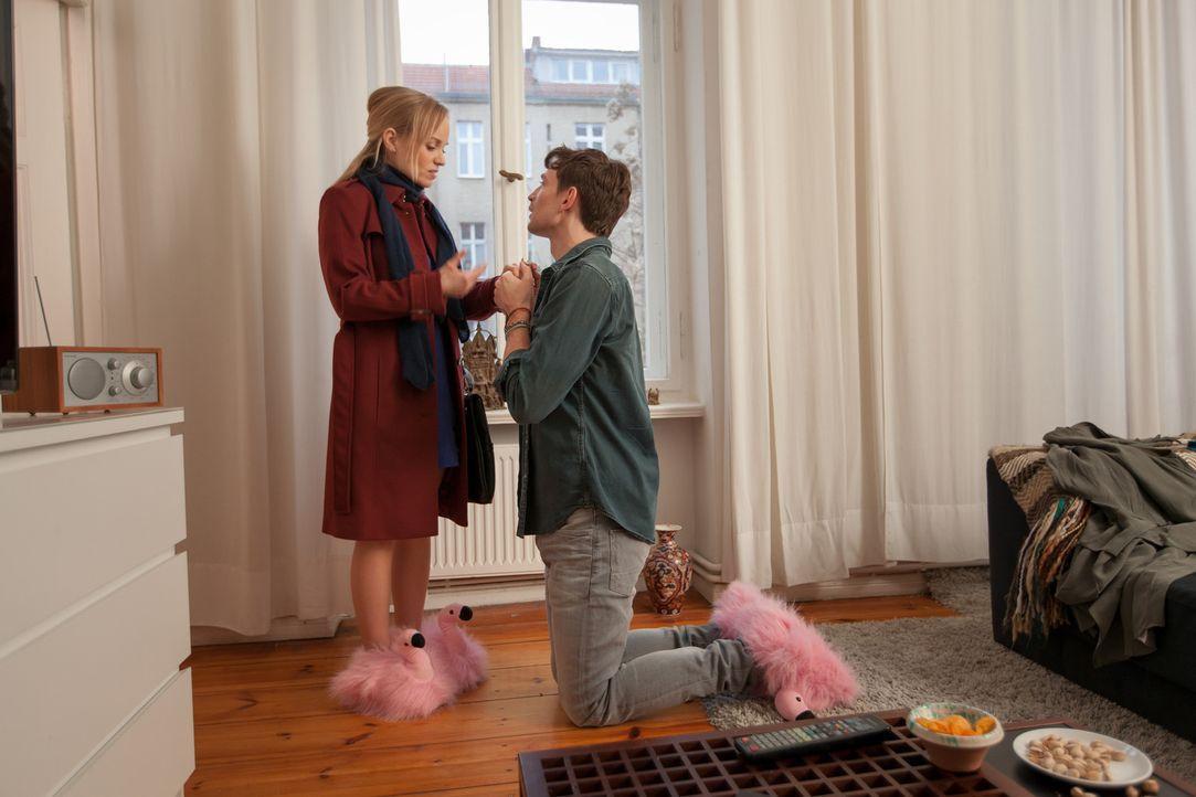 Kaum hat sich Hannah (Friederike Kempter, l.) ernsthaft verliebt, da machen ihr auch schon ihre diversen Liebschaften (August Wittgenstein, r.) mehr... - Bildquelle: Conny Klein SAT.1